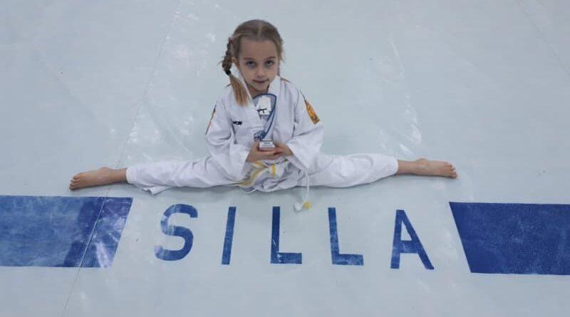 Taekwondo Kind im Spagat